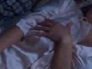 旦那が寝ている横でオナニーする淫乱人妻